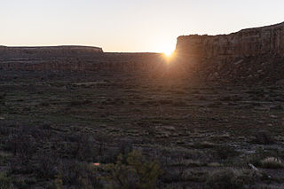 Casa_Rinconada_-_Equinox_Sunrise_at_the_Cliff_Notch